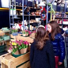 Puesto de tulipanes en Mercado de Motores