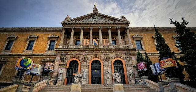 Fachada escalinata Biblioteca Nacional