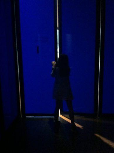 Abriendo la puerta de las salas azules