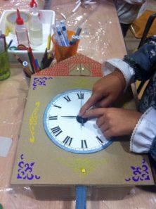 Poniendo el mecanismo al reloj