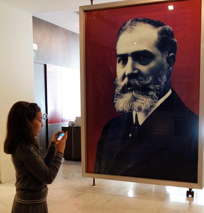 Retrato Don José Lázaro de la entrada al Museo