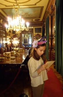 Leyendo el menú en el comedor de Gala del Marqués