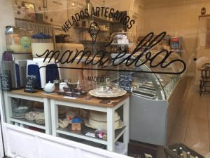 Fachada MamaElba heladería Cea Bermúdez