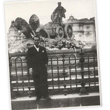 Federico García Lorca en la Plaza de Cibeles
